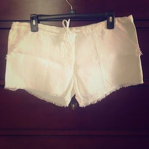 100% Capri white linen shorts